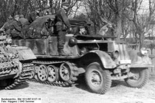 Russland, Panzer IV und Halbkettenfahrzeug