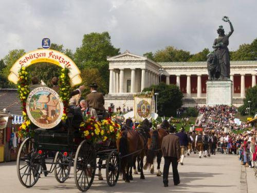 Oktoberfest 16einzug-wiesnwirte-2013