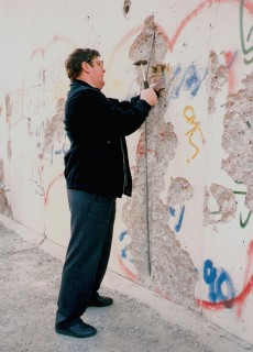 Mauerspecht - März 1990. An der Mauer vor dem Brandenburger Tor